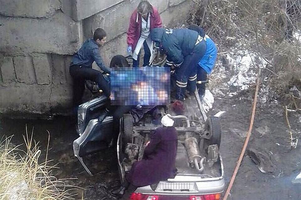 Автомобиль слетел смоста вНовосибирской области