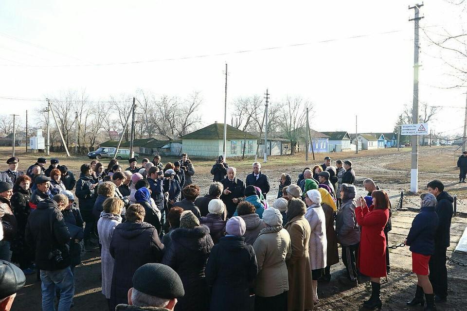 Губернатор Валерий Радаев встретился сжителямип. Дмитриевка и с. Алексеевка