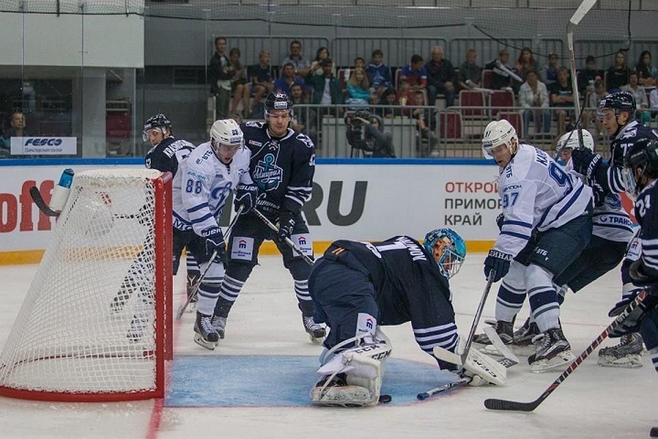 Дубль Тарасова помог «Динамо» обыграть «Адмирал» в постоянном чемпионате КХЛ