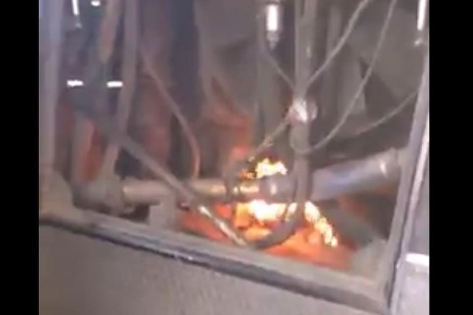 ВКемерове шофёр автобуса несмог затушить пламя огнетушителем