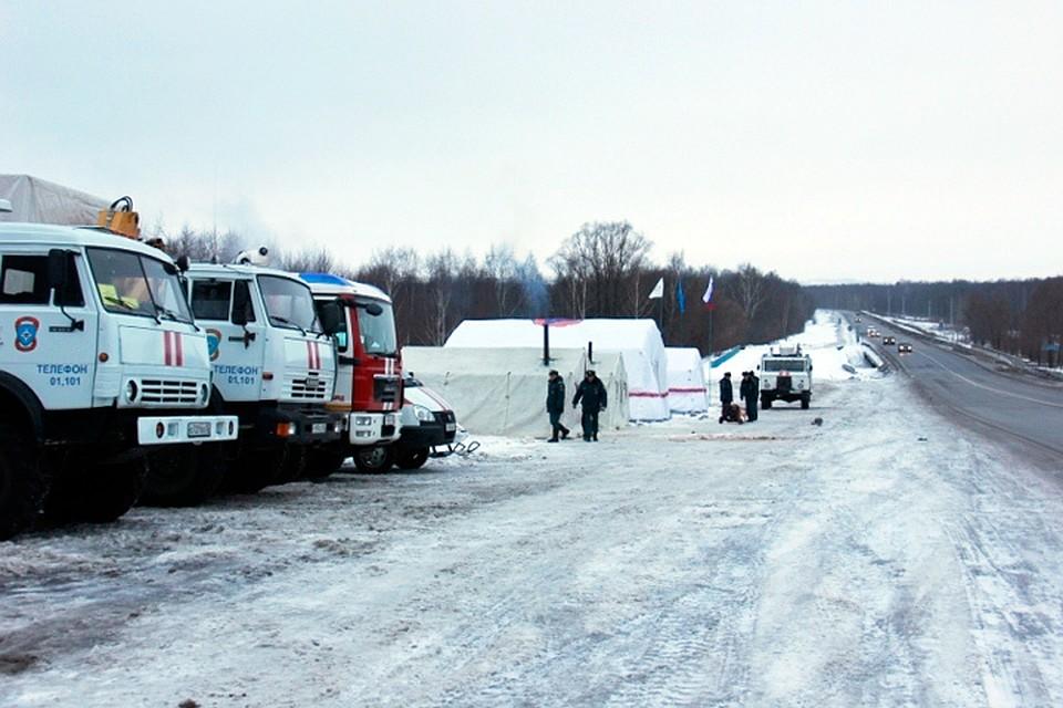 Мобильный городок жизнеобеспечения разворачивают работники МЧС натрассе М7 вКстовском районе