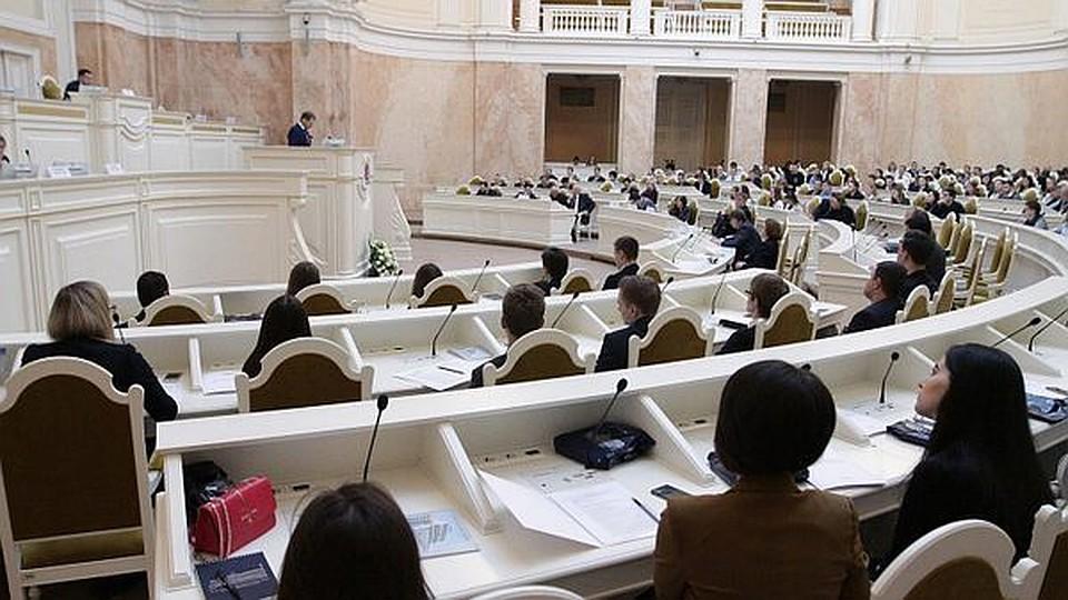 УФАС Петербурга: ЗакС нарушил закон при заключении договора на транспортировку депутатов