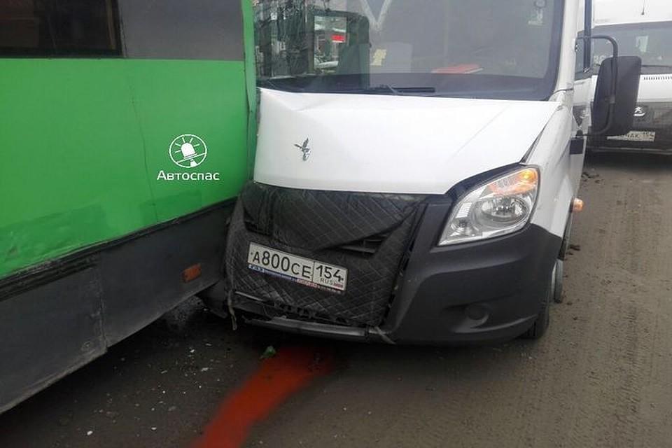Четверо пострадали вДТП строллейбусом и 2-мя  маршрутками