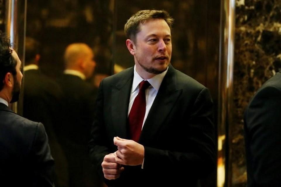 Илон Маск продал 30 тысяч кепок ипообещал выпустить огнемет после 50-ти