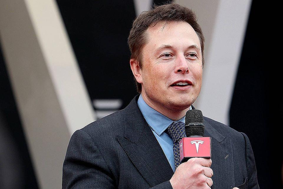Создатель автомобиля Tesla Илон Маск обозвал идеолога транспортной реформы вЕкатеринбурге идиотом