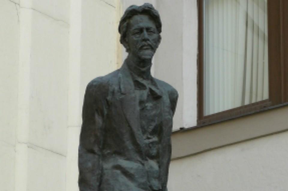 Наустановку монумента Чехова вХабаровске собрали 1 млн руб.