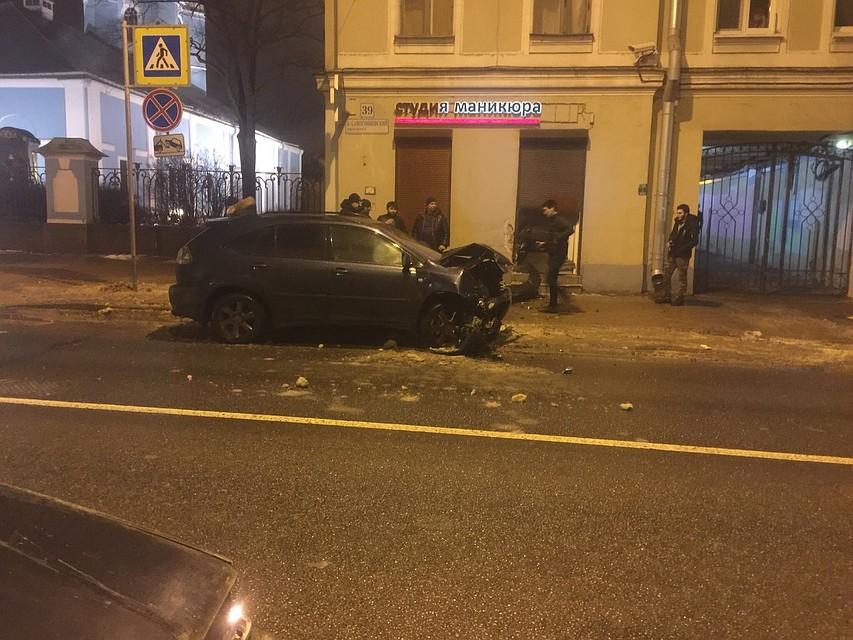 Нетрезвый шофёр въехал в сооружение наБольшом Сампсониевском