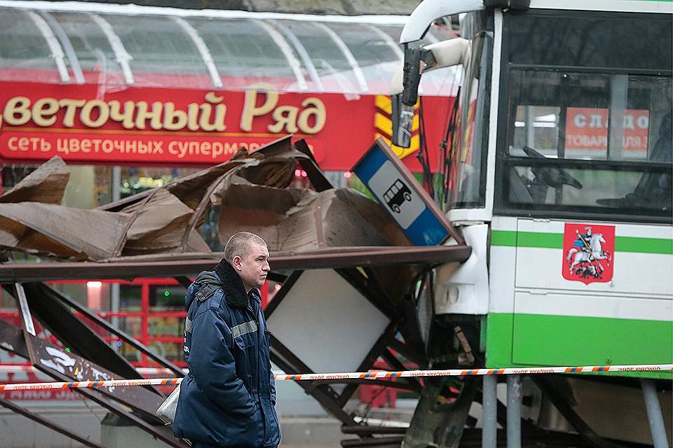При наезде автобуса в российской столице погибли два человека