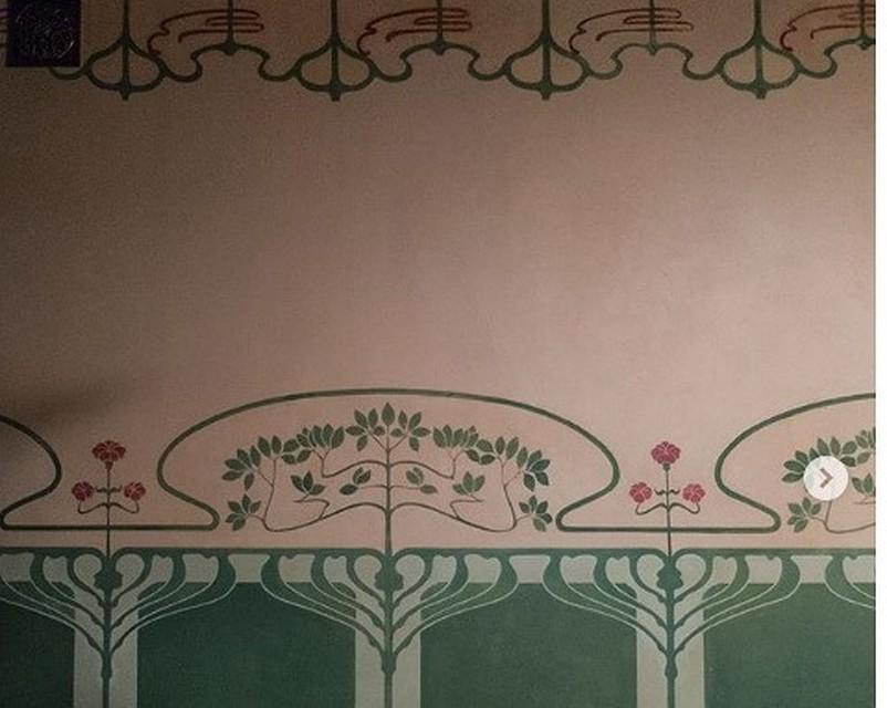 Впетербургской квартире под слоями вековой краски отыскали уникальные росписи