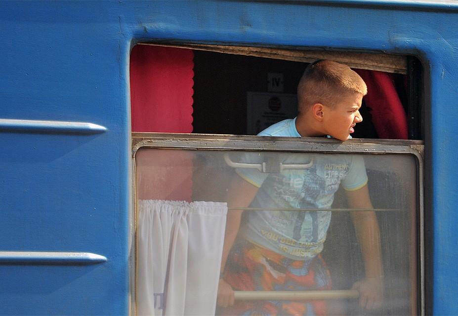 Сейчас куда-то поехать поездом самостоятельно без родителей или родственников ребенок даже подросткового возраста может только в состав