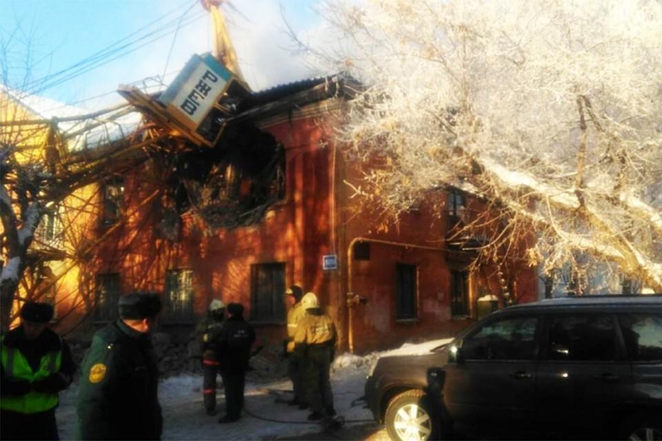ВКирове стрела автокрана упала на дом