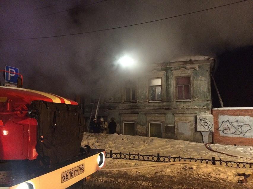 Висторическом центре Самары вспыхнула крыша 2-этажного дома