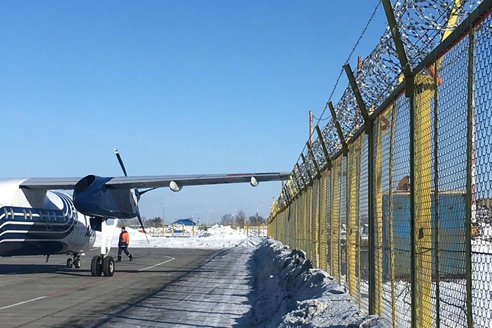 ВЮжно-Сахалинске самолет задел крылом столб впериод движения поаэродрому
