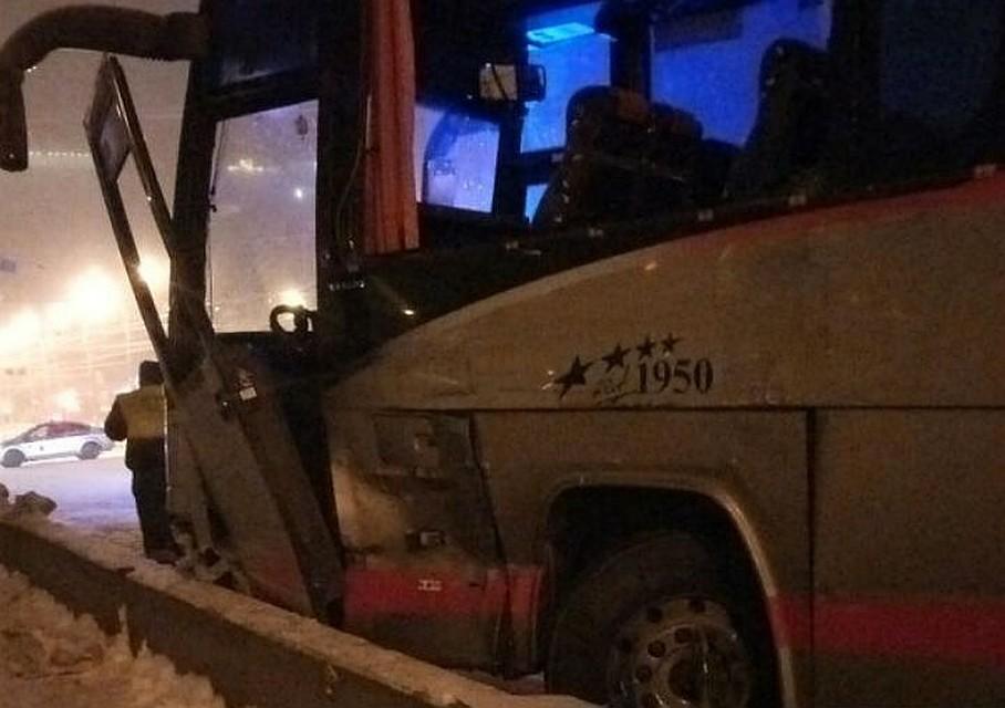 Бетономешалка иавтобус столкнулись наЕгипетском мосту вПетербурге, сформировалась пробка