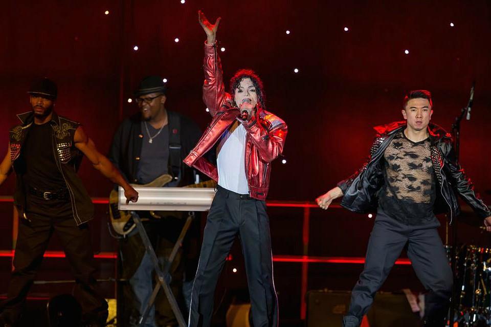 Двойник Майкла Джексона впервый раз выступил в РФ сознаменитым шоу