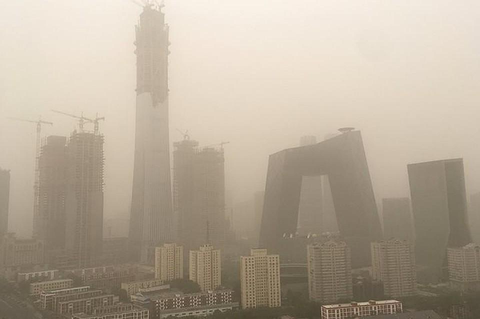 Встолице Китая ввели оранжевый уровень тревоги из-за загрязнения воздуха
