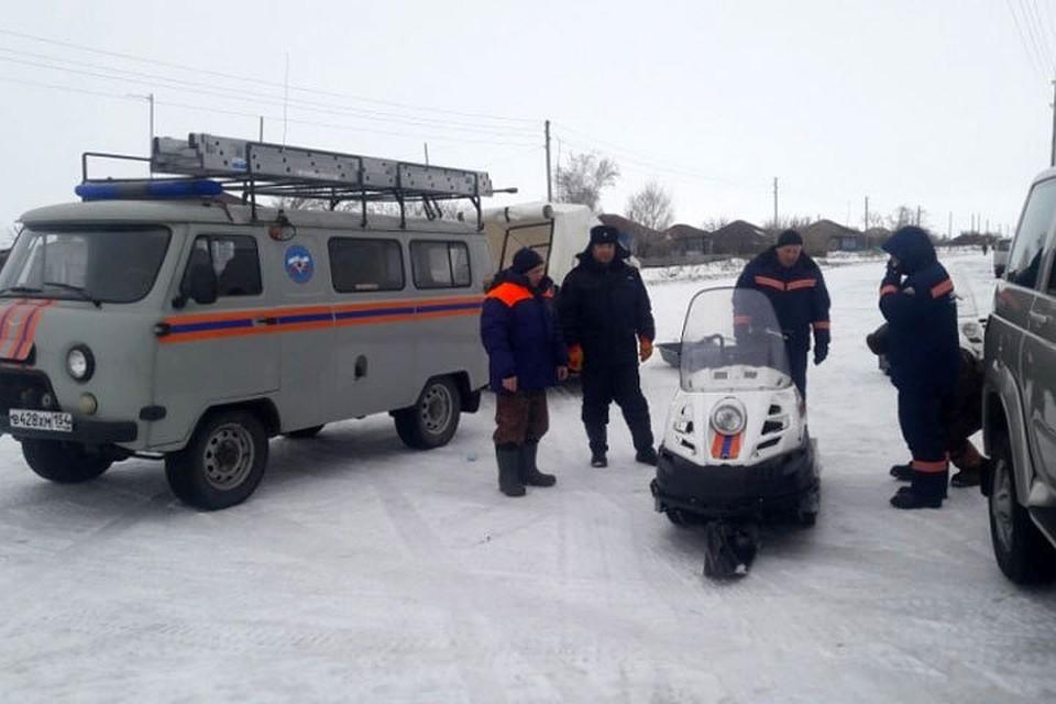 Cотрудники экстренных служб закончили поиски пропавших рыбаков наозере Чаны