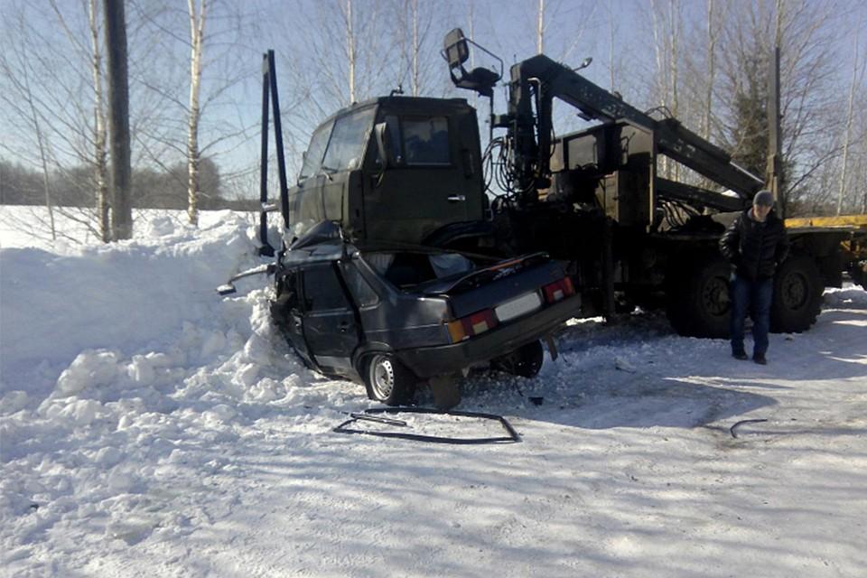Женщина-водитель «Лады» погибла влобовом столкновении сКамАЗом