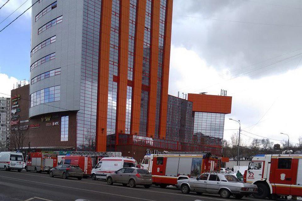 В столицеРФ бизнес-центр эвакуировали из-за горящего вентилятора вподсобке