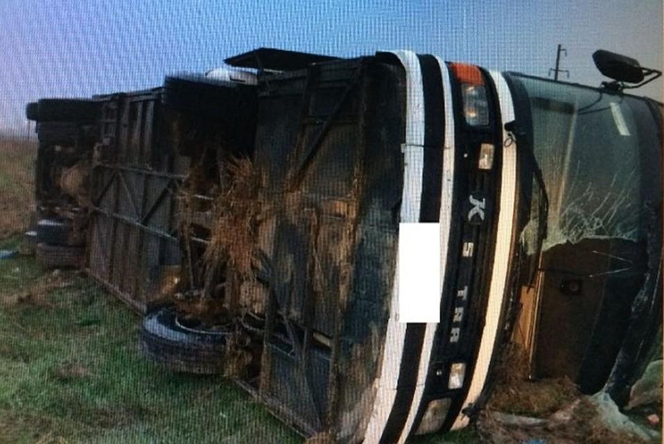 Ехавший изДагестана автобус перевернулся наСтаврополье: погибла женщина