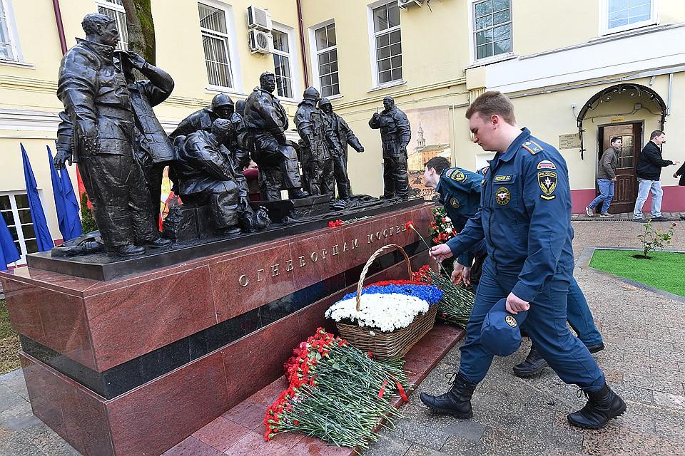 В столице России наПречистенке открыли монумент огнеборцам
