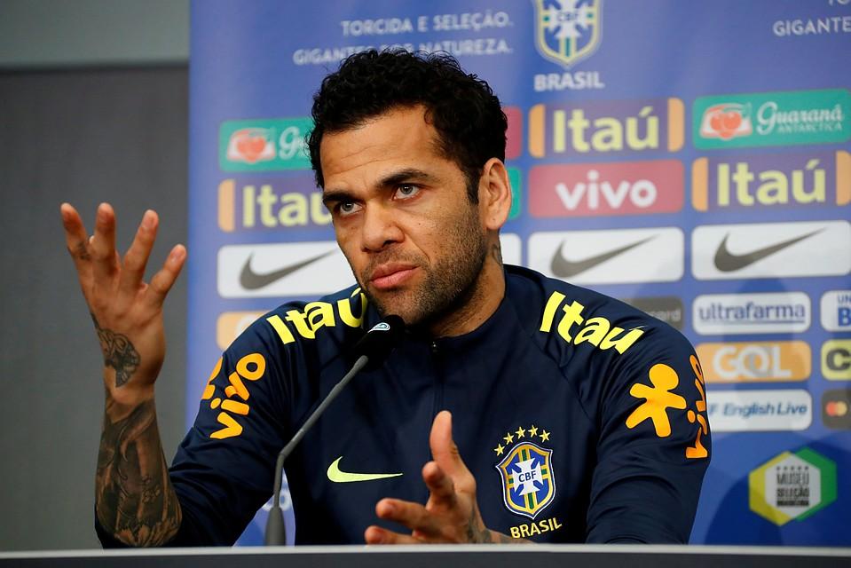 Дани Алвес все-таки пропустит ЧМ-2018 из-за травмы,— бразильские СМИ