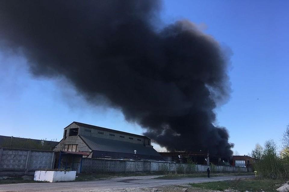 МЧС: Пожар натерритории прежнего производства ЖБИ-3 вКазани локализован
