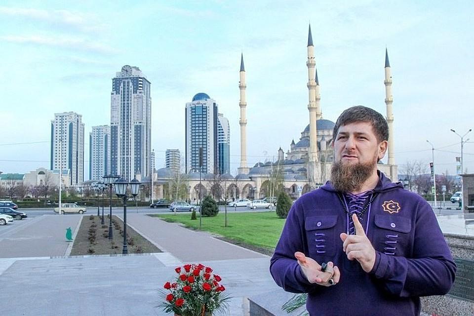 Кадыров заработал в предыдущем 2017г.  практически  вдвое менее , чем годом ранее