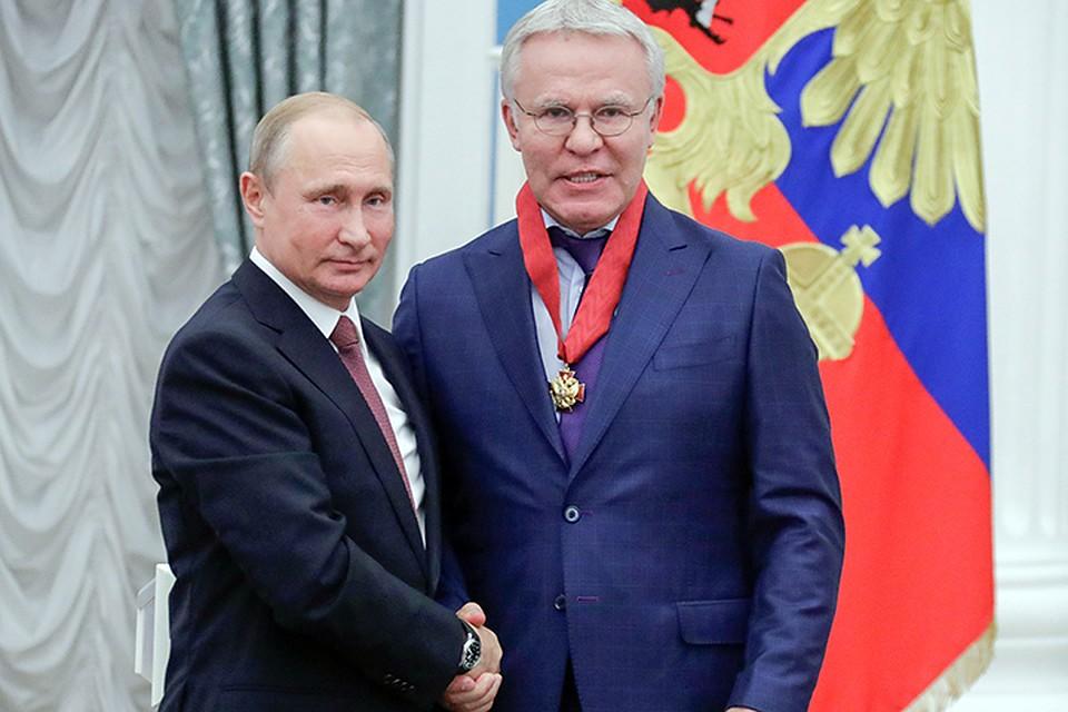 Путин вручил ордена «Зазаслуги перед Отечеством» Этушу иФетисову
