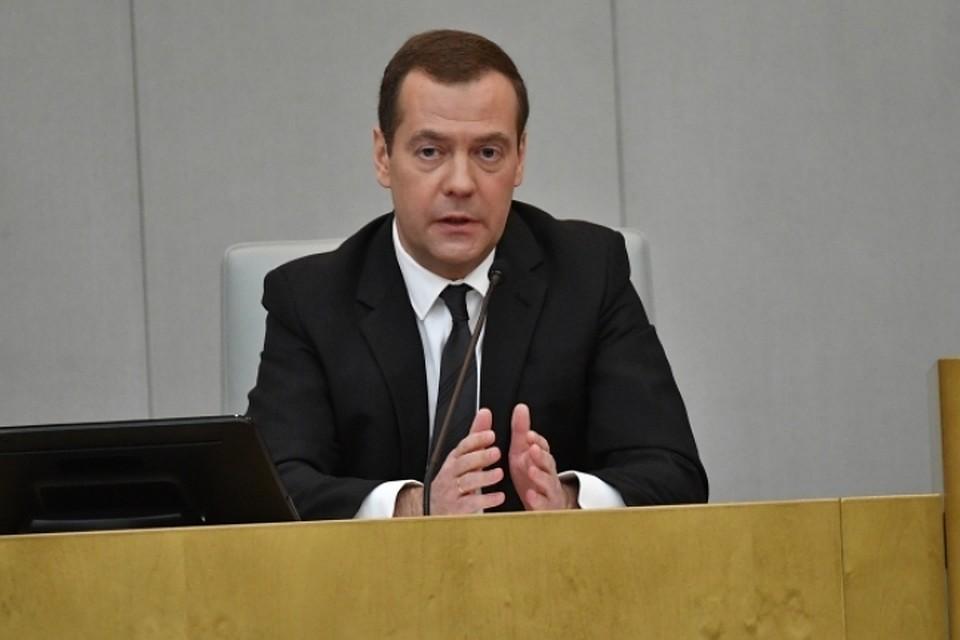 Медведев пригрозил ввести запретительные пошлины нанефть из-за поднятия цен  набензин