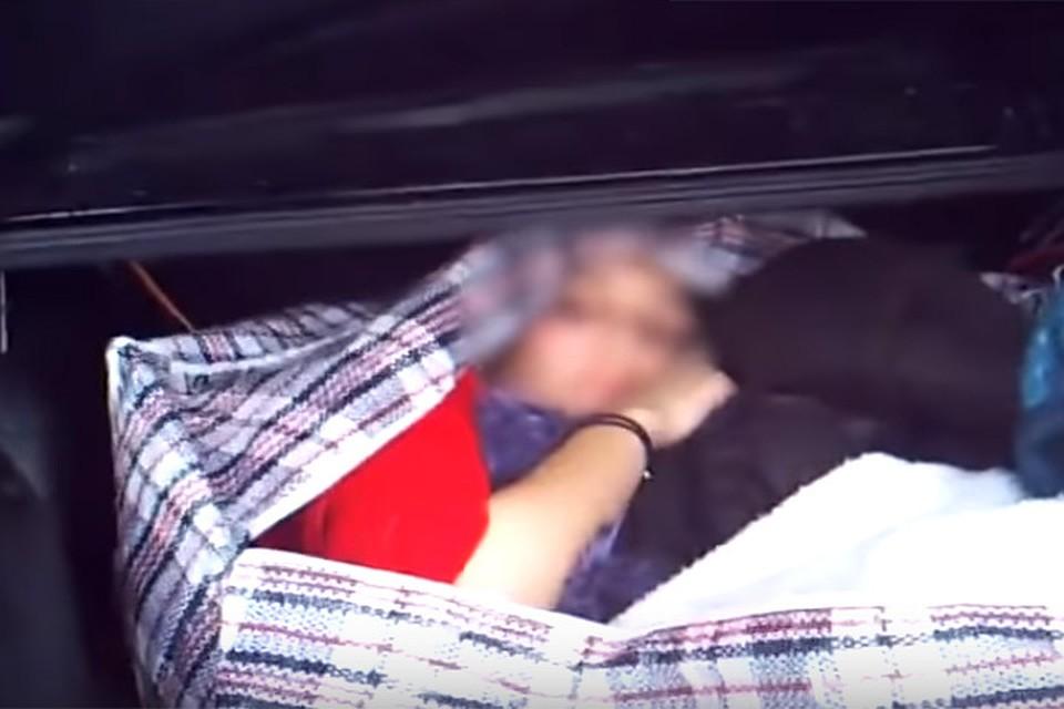 «Сумка подавала признаки жизни». Вбагажнике ВАЗа гомельские таможенники отыскали женщину