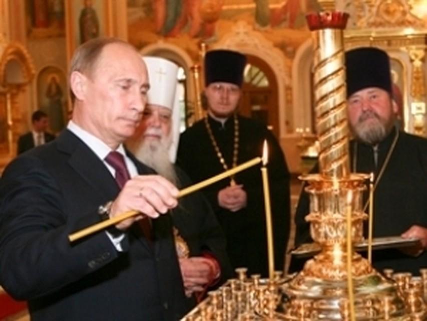 Путин в Петербурге посетил богослужение в храме где его крестили