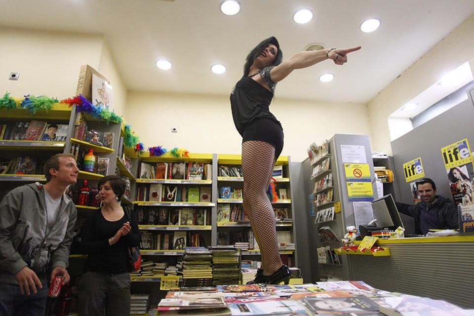 А так проходит книжный фестиваль в Испании. Сразу видно - люди понимают толк в чтении.