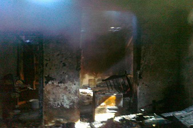 Когда пожарные прибыли на место происшествия, весь дом был охвачен огнем.