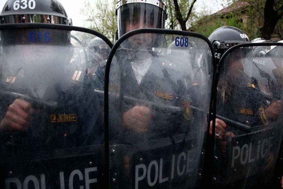 Вооруженные люди захватили отделение полиции в Ереване и потребовали отставки властей