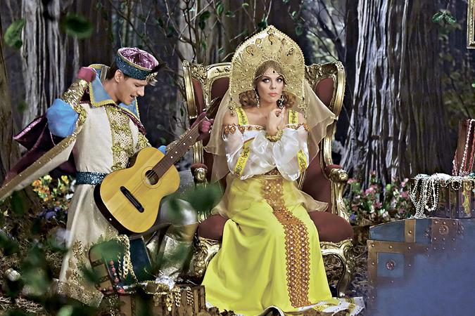 Иван-царевич изо всех сил старался понравиться Марье-искуснице, даже бардовскую гитару для этого приручил.