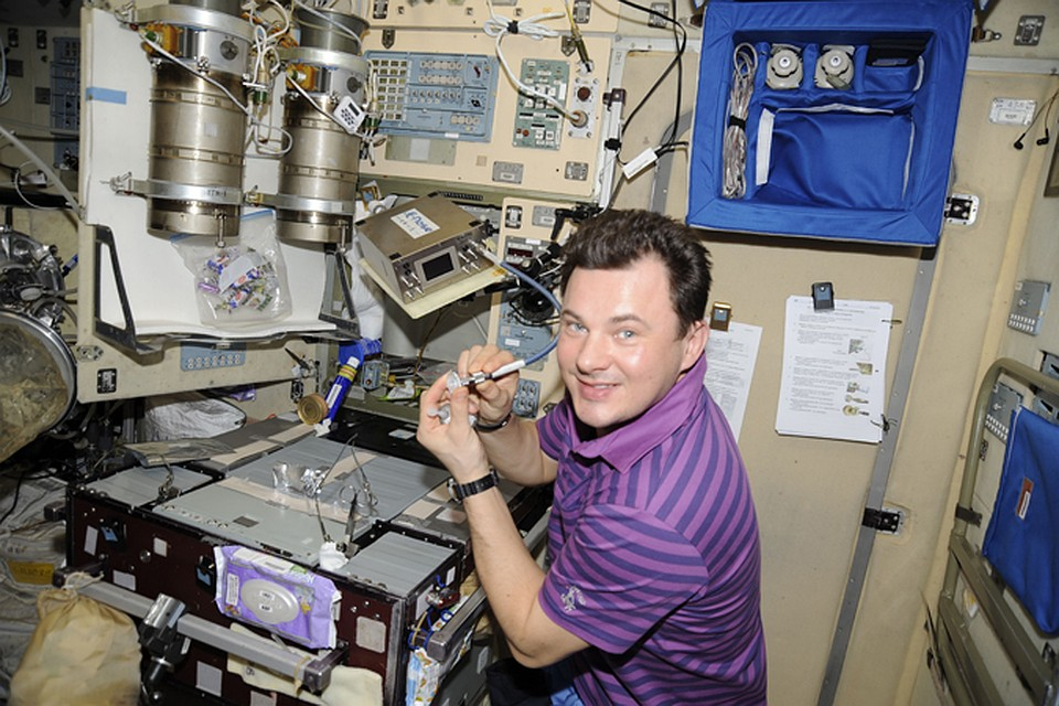 Космонавт Роман Романенко первым испатыл электронный нос на орбите.