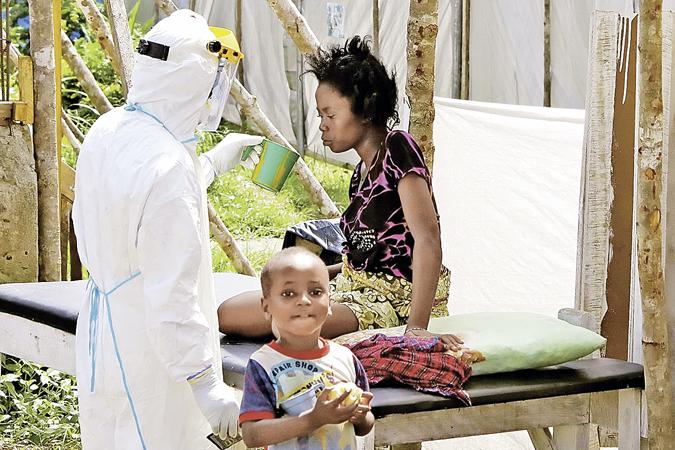 Болезнь страшная: погибают 9 из 10 заболевших. При этом почему-то началась эпидемия в богатых природными ресурсами странах Африки...