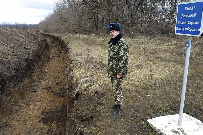 """Украина начинает проект """"Стена"""" на границе с Россией."""