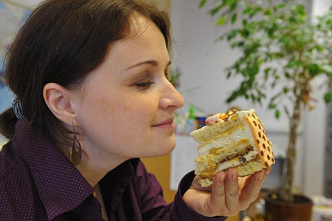 Все изделия с модифицированными жирами и в состав которых входят маргарины, сдобное печенье, торты с кремом очень опасны для сердца