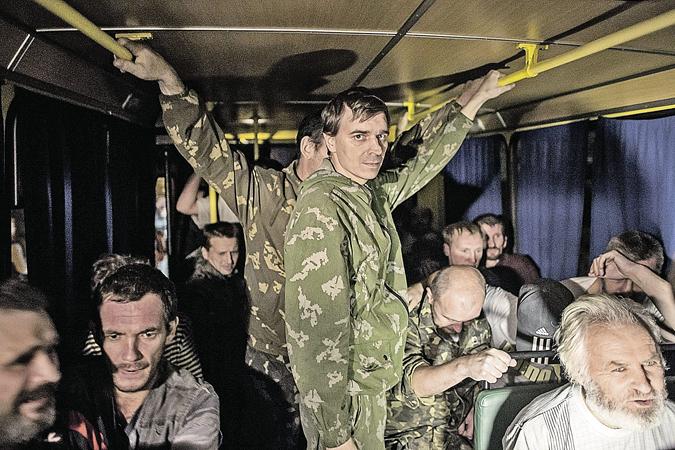 Освобожденные из плена ополченцы и мирные жители - живые свидетели бесчинств киевских карательных отрядов.