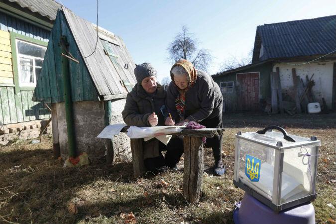 По данным ЦИК Украины, на момент закрытия избирательных участков лишь 40,77 процента избирателей приняли участие в парламентских выборах.