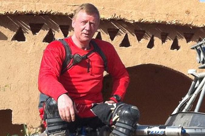 Анатолий Чубайс сломал обе руки в Иордании