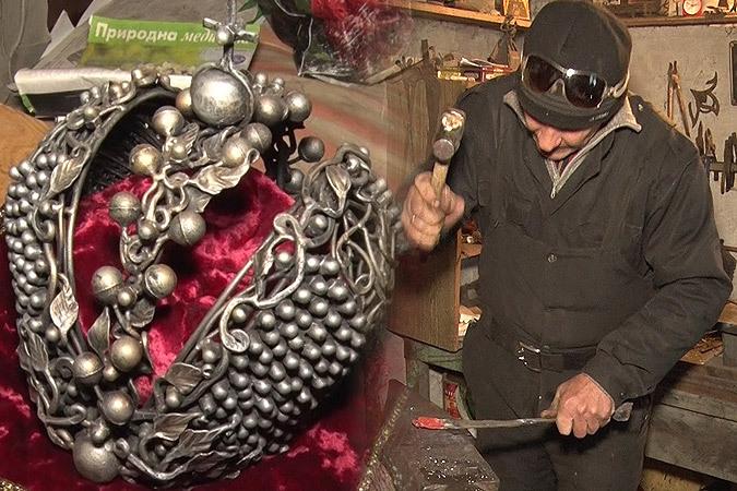 Кузнец из Донецка выковал из осколков снарядов Корону Российской империи. ФОТО: КП-ДОНБАСС