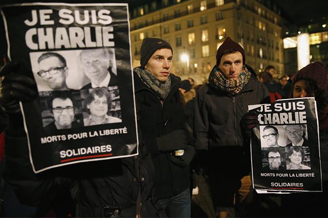 """Франция вышла на митинг, чтобы почтить память убитых террористами сотрудников """"Шарли Эбдо"""""""