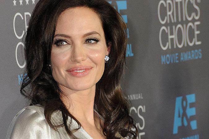 """Анджелина Джоли: """"Мне удалили яичники, и сейчас у меня ... анджелина джоли сейчас"""