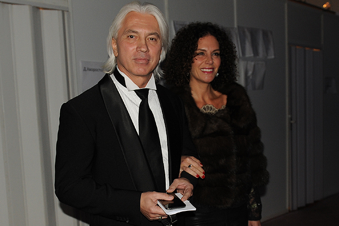 С артистом прилетела его любимая супруга Флоранс