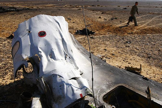 Российский самолет летел на такой высоте, что его не могли сбить синайские боевики. Но можно ли исключить случайное попадание в этот самолет ракеты, выпущенной израильским или американским самолетом - на этот вопрос пусть ответят специалисты.