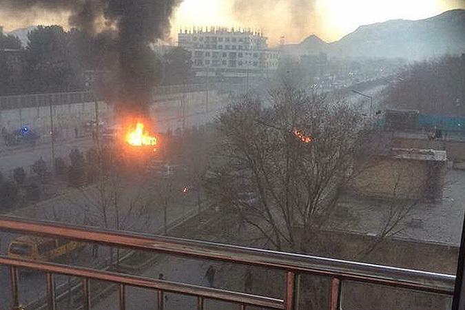 В Кабуле напротив здания посольства РФ взорвал себя смертник-террорист. Фото: Твиттер @Humayoonbabur