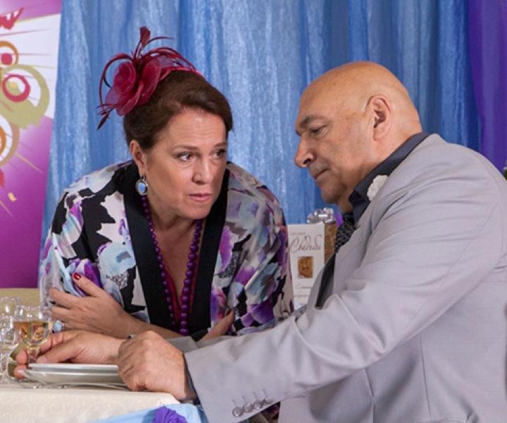 Бизнесмен (Юрий Цурило) и его сестра (Надежда Маркина) замышляют что-то нехорошее.